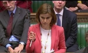 Parlamento britânico homenageia deputada trabalhista assassinada