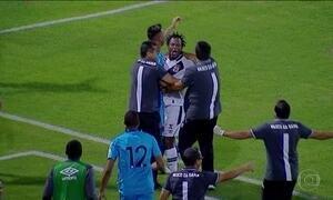 Na Série B do Brasileirão, Vasco vence CRB de virada e com gol olímpico