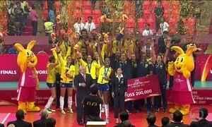 Campeãs do Grand Prix de vôlei chegam ao Brasil
