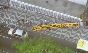 Professores da UERJ protestam no Rio de Janeiro