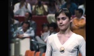Nádia Comaneci fez história ao marcar a primeira nota 10 da história da ginástica