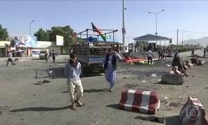 Explosão no Afeganistão mata dezenas de pessoas