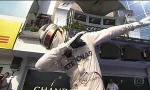 Lewis Hamilton vence GP da Hungria e assume liderança do Mundial de F-1