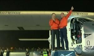 Avião movido a energia solar dá volta completa na Terra pela primeira vez