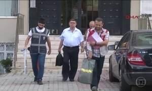 Governo da Turquia manda fechar 130 órgãos de imprensa no país