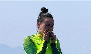 Brasileira Poliana Okimoto ganha o bronze na maratona aquática