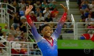 Simone Biles ganha a quinta medalha no último dia da ginástica artística