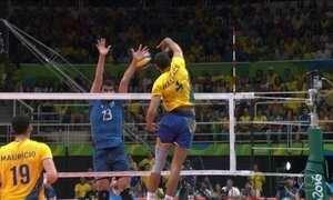 Brasil vence Argentina e está na semifinal do vôlei masculino