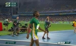 Sul-africana que teve que provar que era mulher ganha o ouro nos 800 metros
