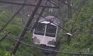 Tufão atinge a capital do Japão e deixa dois mortos e 30 feridos