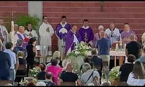Parentes e amigos prestam homenagens às vítimas do terremoto na Itália