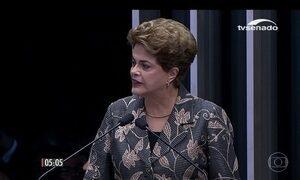 Dilma Rousseff fala por quase 50 minutos antes de responder a perguntas