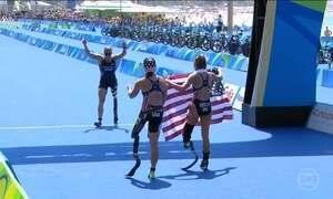 Medalhista americana comemora vitória 12 anos após perder a perna no Iraque