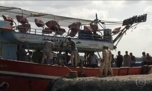 Naufrágio de barco que levava 600 imigrantes já tem 52 mortos