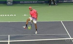 Tenista Nick Kyrgios força a própria derrota e mostra falta de espírito esportivo