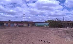 Famílias deixam suas casas no Sertão de Pernambuco por conta da seca