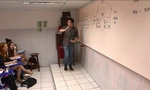 Professor usa a criatividade para prender a atenção dos alunos em Salvador
