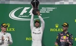 Briga pelo título da Fórmula 1 continua viva entre os pilotos da Mercedes