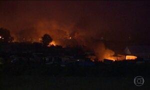 Explosão de botijões de gás assusta refugiados do campo francês de Calais