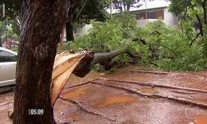 Chuva causa prejuízos e cancela voos no Aeroporto de Confins