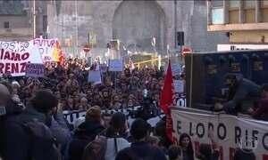 Italianos protestam contra projeto de reforma constitucional