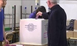 Italianos votam em referendo sobre mudanças na constituição; Ministro da Itália anuncia renúncia ao cargo