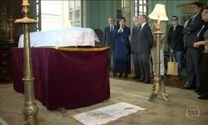 Corpo de Ferreira Gullar é enterrado no Rio de Janeiro