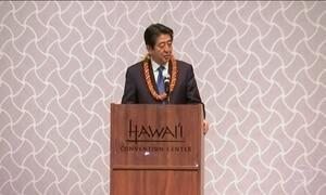 Primeiro-ministro do Japão visita a base americana de Pearl Harbor
