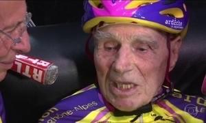 Francês de 105 anos quebra recorde no ciclismo