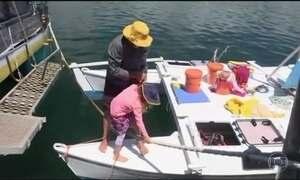 Após 27 dias desaparecidos no mar, pai e filha chegam à Austrália