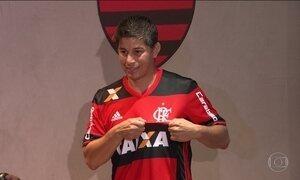 Flamengo apresenta o argentino Darío Conca