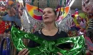 Comércio de rua em São Paulo comemora as vendas para o Carnaval