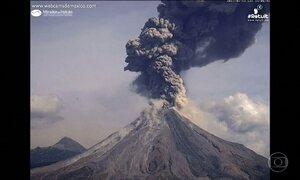 Um dos vulcões mais ativos do México volta a entrar em erupção