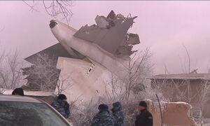Avião de carga cai sobre vilarejo no Quirguistão e mata 37