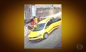 Bandidos usam carro para assaltar pedestres no RJ e em MG