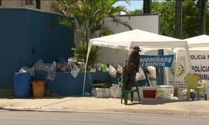 Parentes de policiais militares continuam protestos na porta de alguns batalhões do Rio