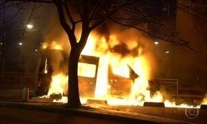 Protestos contra violência policial se espalham pelos subúrbios de Paris