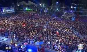 Homenagem ao maracatu marca abertura do Carnaval no Recife (PE)