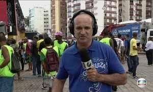 Despedida do Carnaval em Salvador reúne foliões no Farol da Barra