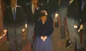 Ex-presidente da Coreia do Sul deixa o Palácio do Governo
