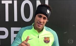 Neymar pede música ao Fantástico após brilhar na vitória do Barcelona sobre o PSG