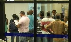 Saques do FGTS provocam grandes filas em agências da Caixa Econômica Federal