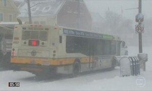 Tempestade de neve causa transtornos a 50 milhões de pessoas nos EUA