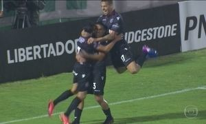 Chapecoense perde em casa e Santos vence na Libertadores