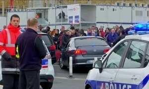 Homem é morto em aeroporto de Paris após tentar roubar arma de oficial