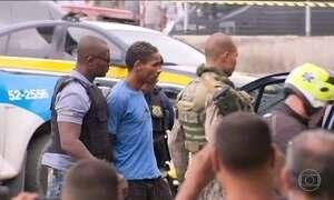 Trinta pessoas são feitas reféns em assalto a ônibus em Niterói (RJ)