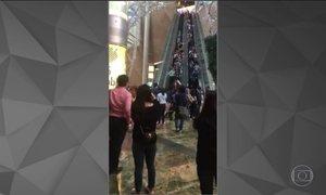 Escada rolante descontrolada fere 18 pessoas em shopping de Hong Kong