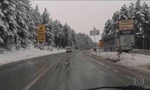 Onda de frio fora de época atinge vários países da Europa