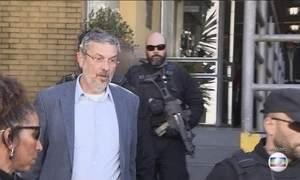 Ex-ministro Antônio Palocci presta depoimento na Justiça Federal em Curitiba