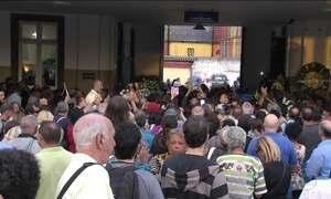 Corpo do cantor Jerry Adriani é enterrado no Rio